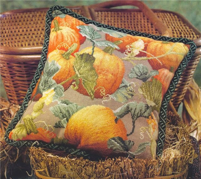Великолепные подушки. вышивка крестом. цветы и фрукты