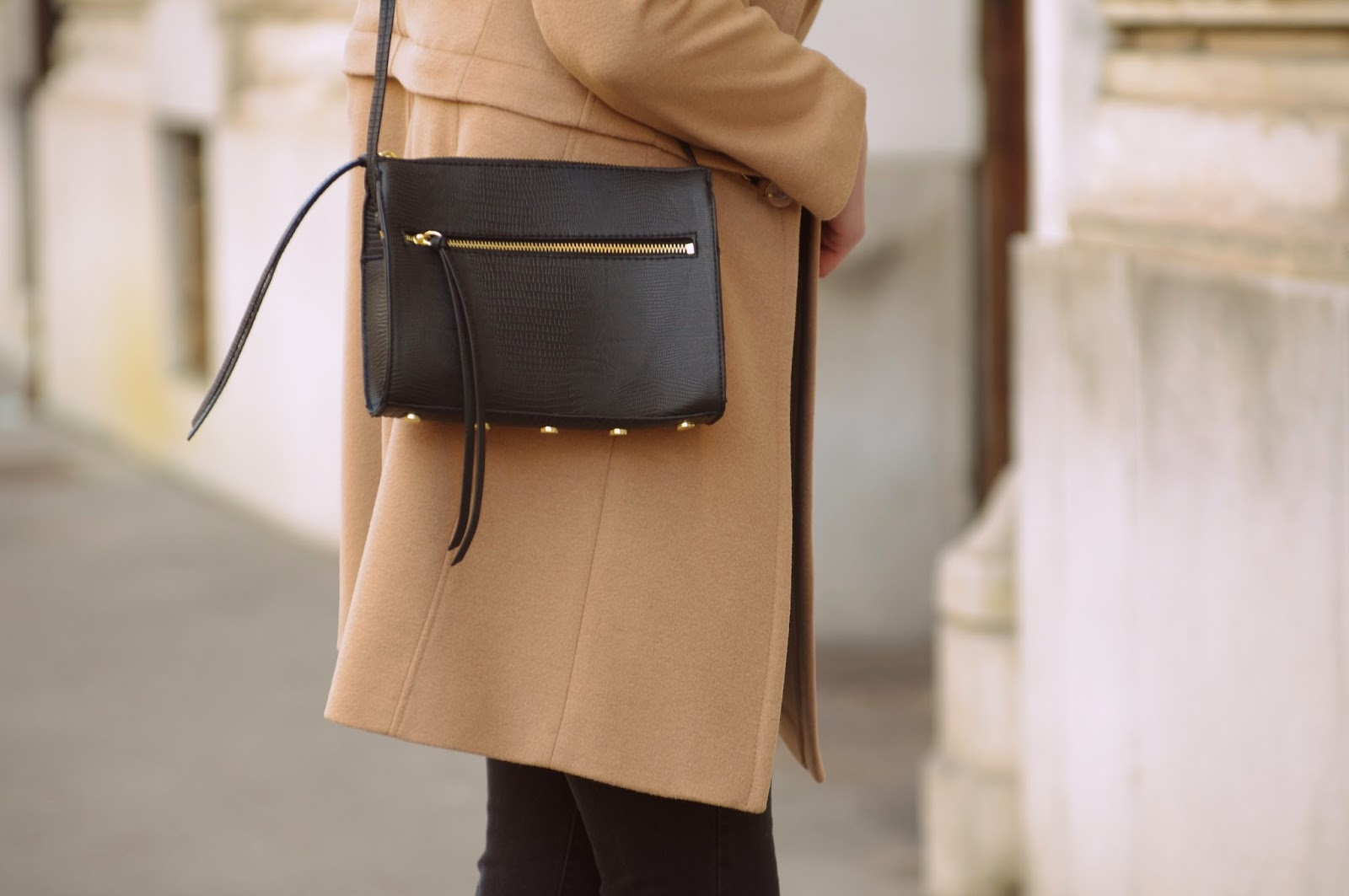 elfs camel coat, hm clutch bag new 2014, rebecca minkopf zipper bag lookalike, nude coat, pointy court heels bershka, style blog blogger, fashion blogger, trends