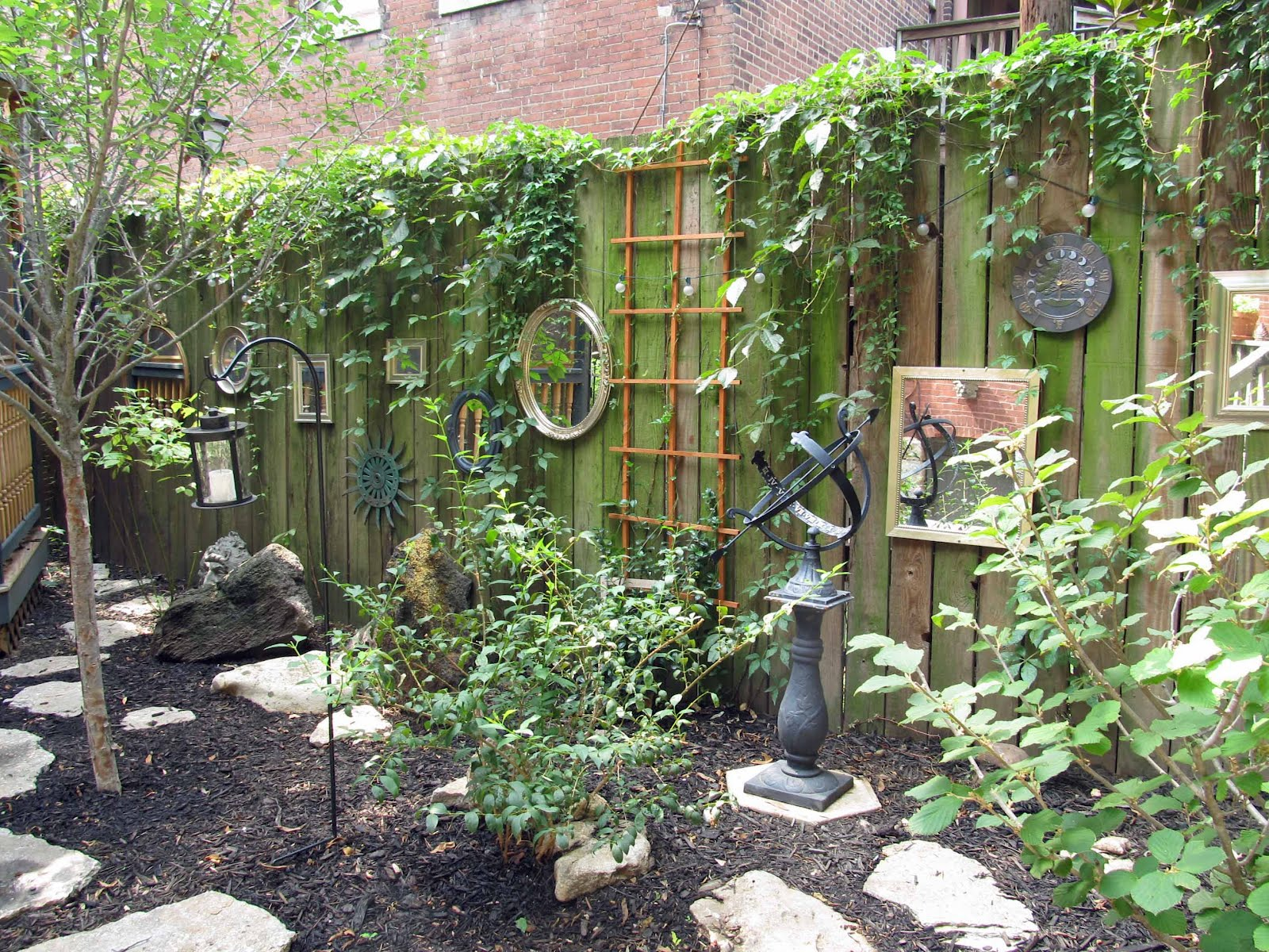 Summit Musings Friday Fences Garden 6 On The Old