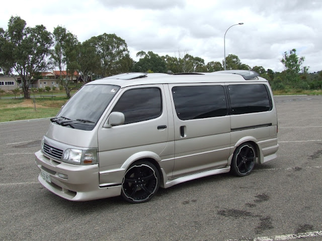 mobil hiace indonesia