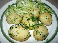 Отварной молодой картофель с укропом