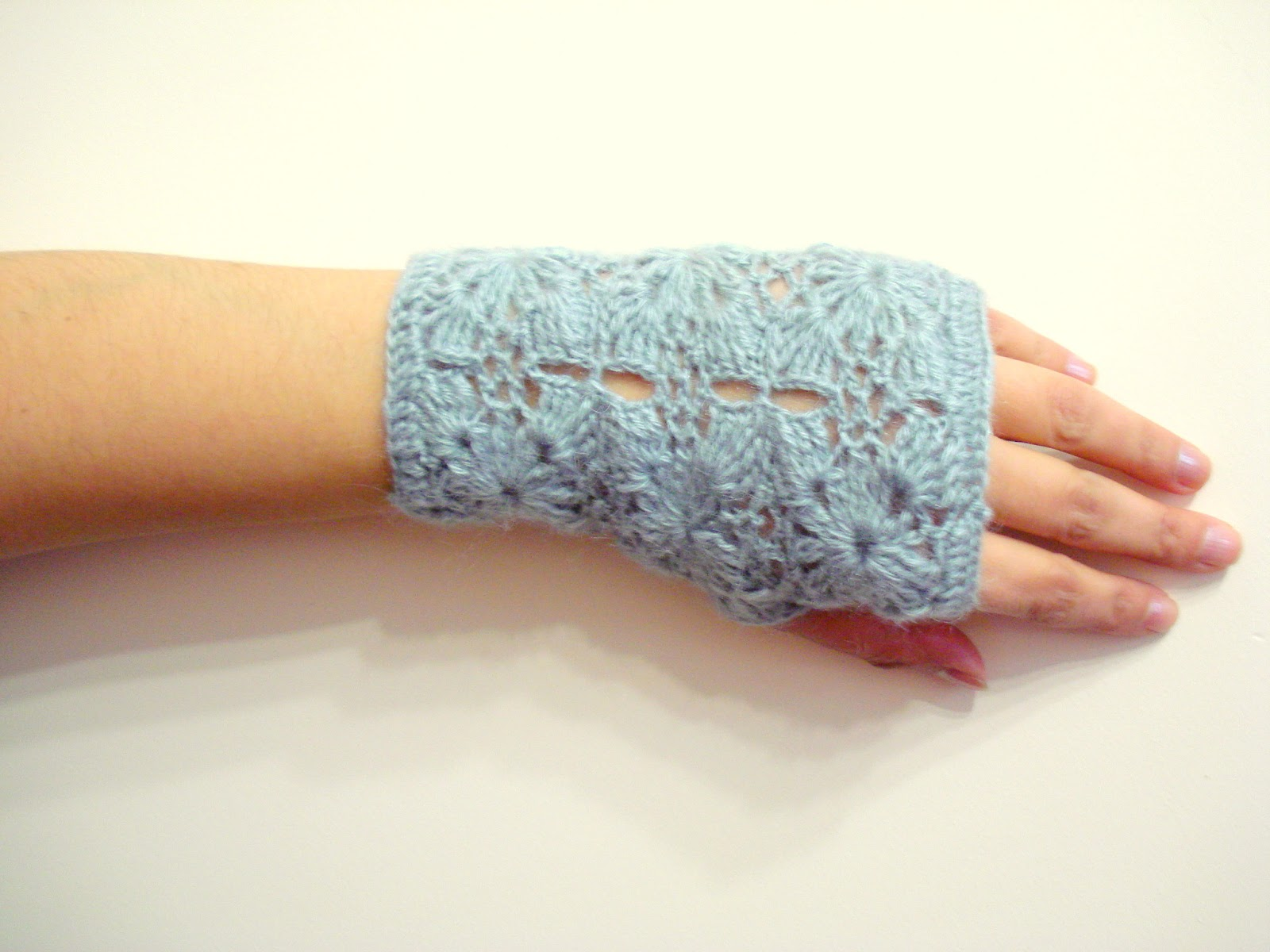 Crocheting Gloves : AllSoCute Amigurumis: Lace Crochet Fingerless Gloves - Crochet mittens ...