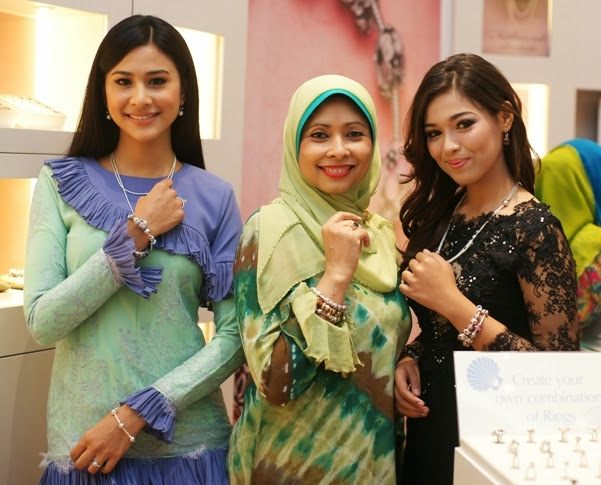 Actress Fouziah Gous, Datin Zarida Noordin (Managing Director  Pandora Malaysia) and Cha Cha Maembong, Pandora Raya 2013
