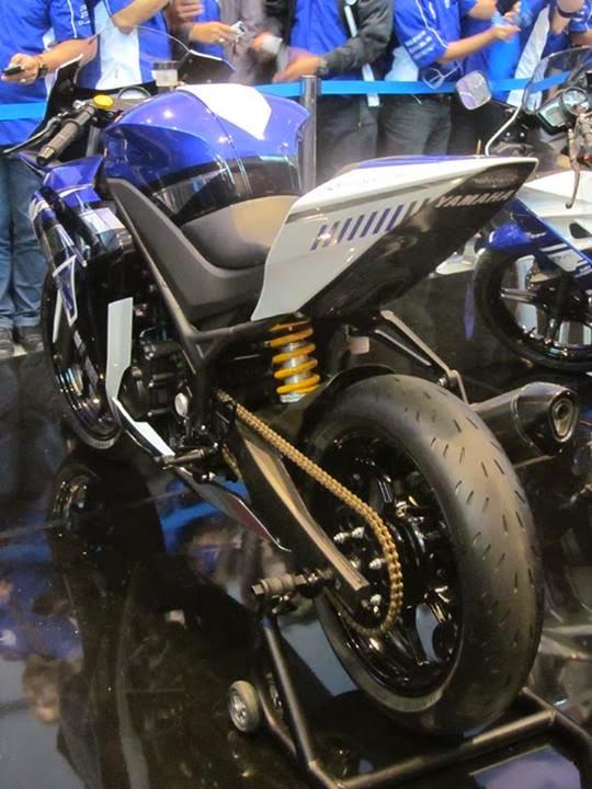 Valentino Rossi dan Lorenzo Memperkenalkan Yamaha YZF r15 dan r25