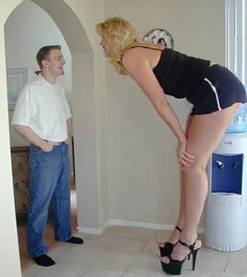 TALLEST WOMAN IN THE WORLD FROM HOLLAND..SEVEN FOOT FOUR