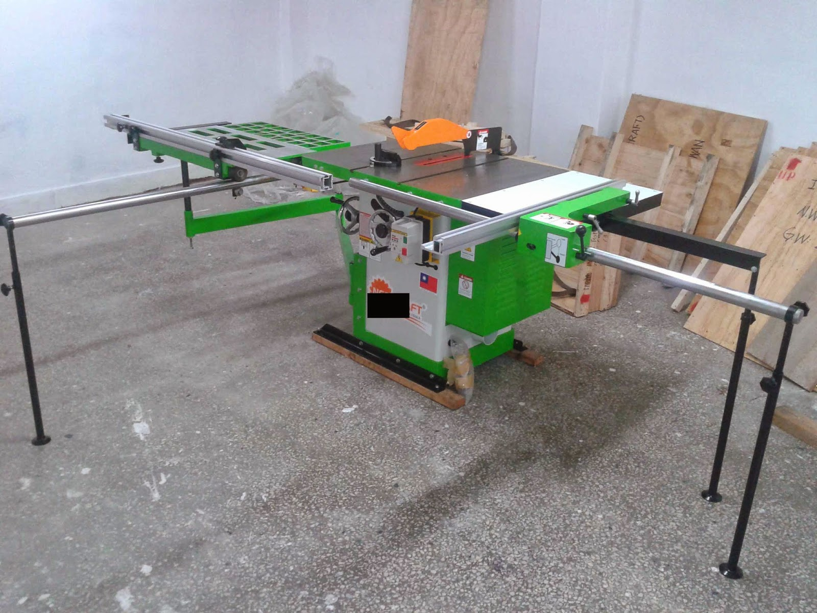 Tilting Arbor Table Saw From Taiwan Woodworking Machinery Chun Weii Machinery October 2013
