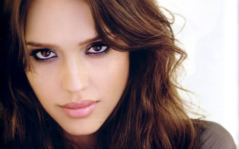 http://4.bp.blogspot.com/-epiUfhDBMxw/UO63wSCWw8I/AAAAAAAAFJw/jns1ActA040/s1600/jessica-alba-eyes-image.jpg
