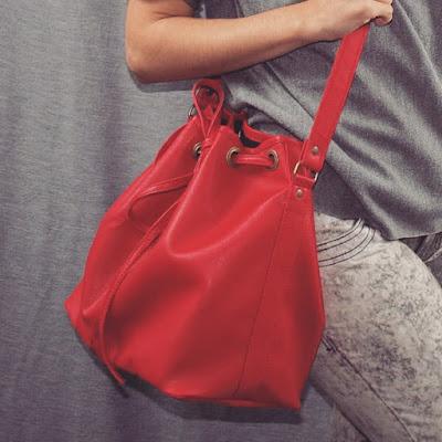 http://www.monicacroisfelt.com.br/bolsa-croisfelt-satchel-carteiro-amarelo-neon-handbag-tamanho-medio-pronta-entrega-frete-gratis-0680?tracking=558d47a6c602a