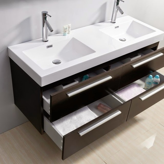 Chất gọn đồ dung vào ngăn tủ dưới chậu rửa