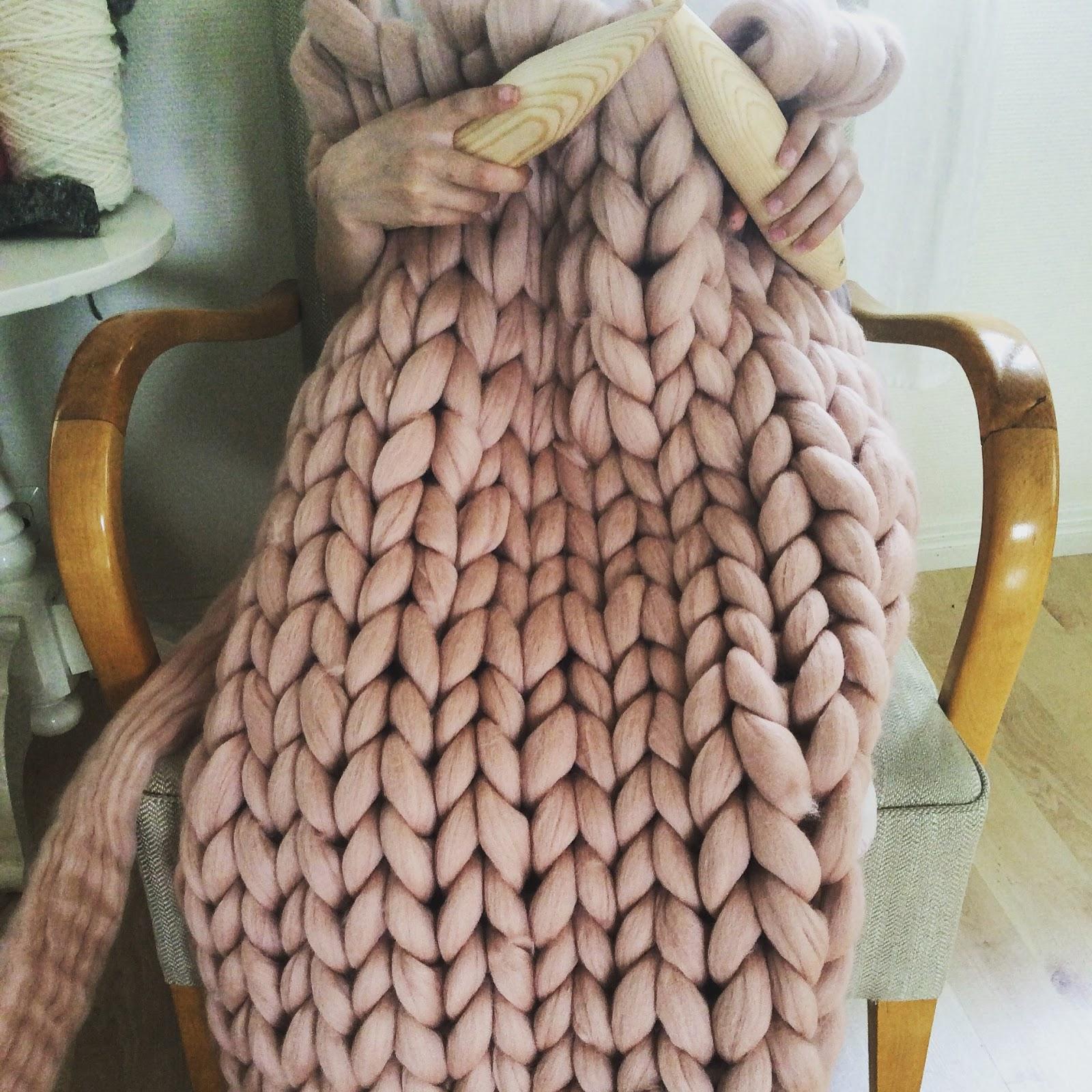 Extreme Knitting Blanket Pattern : TJOCKT: Knitted roving blanket - extreme knitting with 45mm needles
