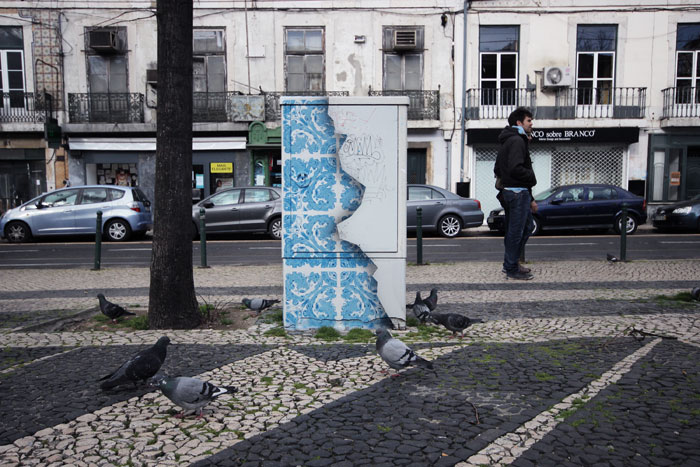 05-Diogo-Machado-Add-Fuel-Street-Art-with-Ceramic-Tiles-Illustrations-www-designstack-co