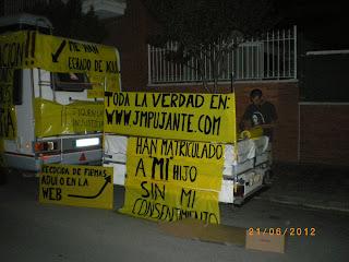 ACAMPADA POR LOS DERECHOS DE SU HIJO - JUAN M.PUJANTE IMGP0294