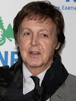 """Paul McCartney diz que via vegetarianos como """"fracotes"""" quando criança"""