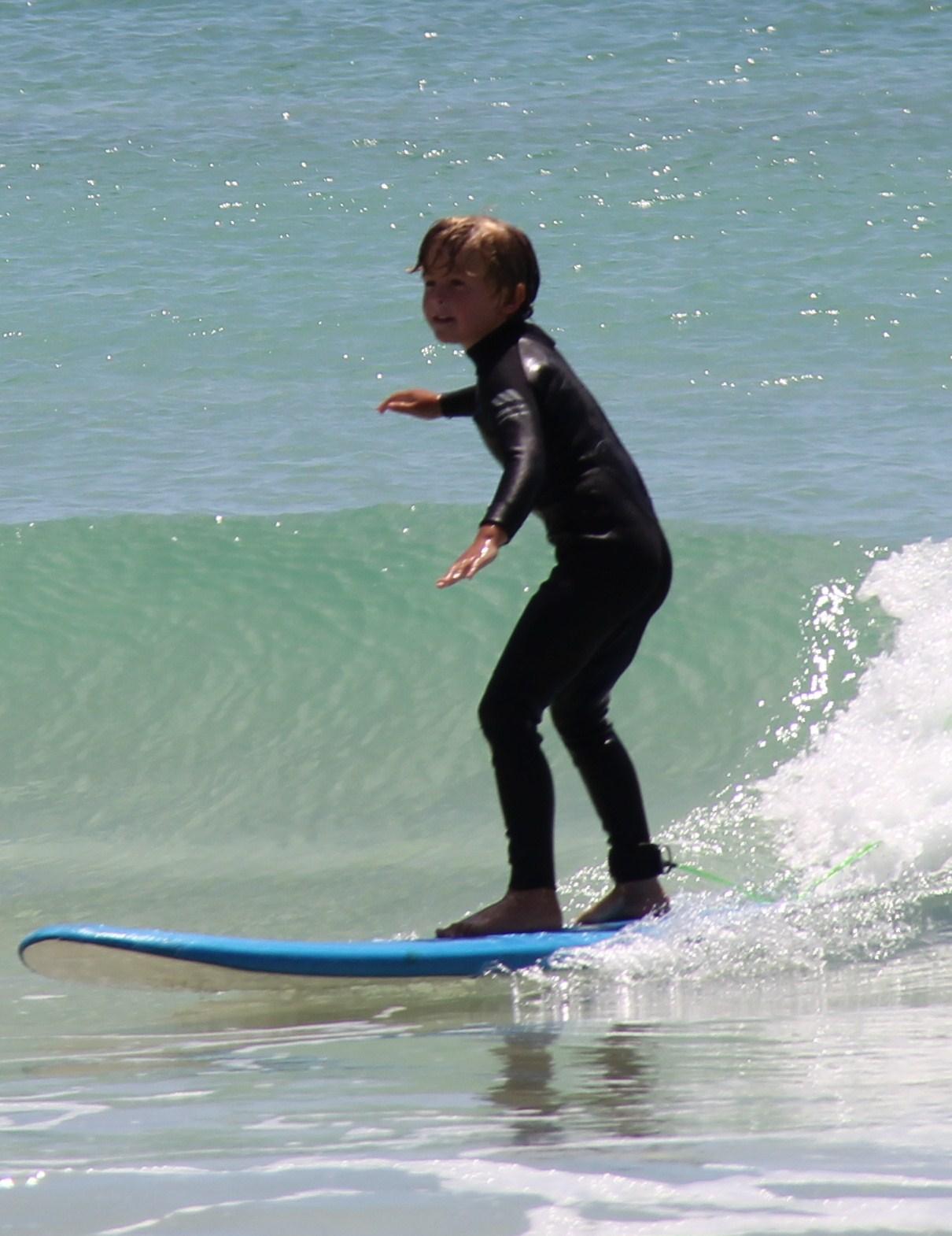 http://4.bp.blogspot.com/-eqfSKcLg_YE/TtI1GhE4JSI/AAAAAAAAAZc/_EBgN9UD_hY/s1600/Bunker+Bay+Surfing+001.JPG