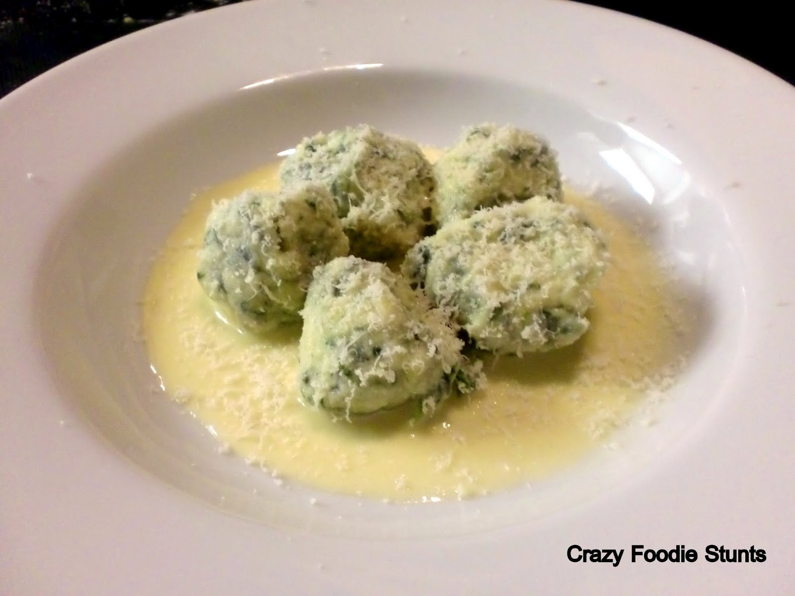 Crazy Foodie Stunts: Spinach and Ricotta Gnocchi with Fontina Fonduta