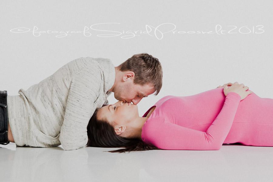 noored-lapseootel-suudlus
