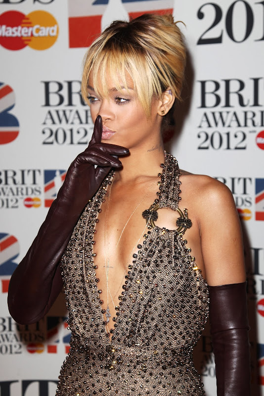 Rihanna in brown long leather gloves in Brit Awards 2012