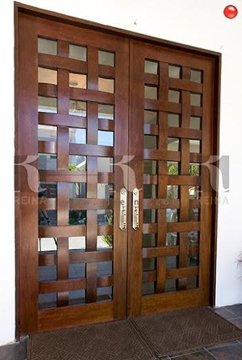 Cocinas closets puertas vestidores y muebles en madera for Puertas en madera entrada principal