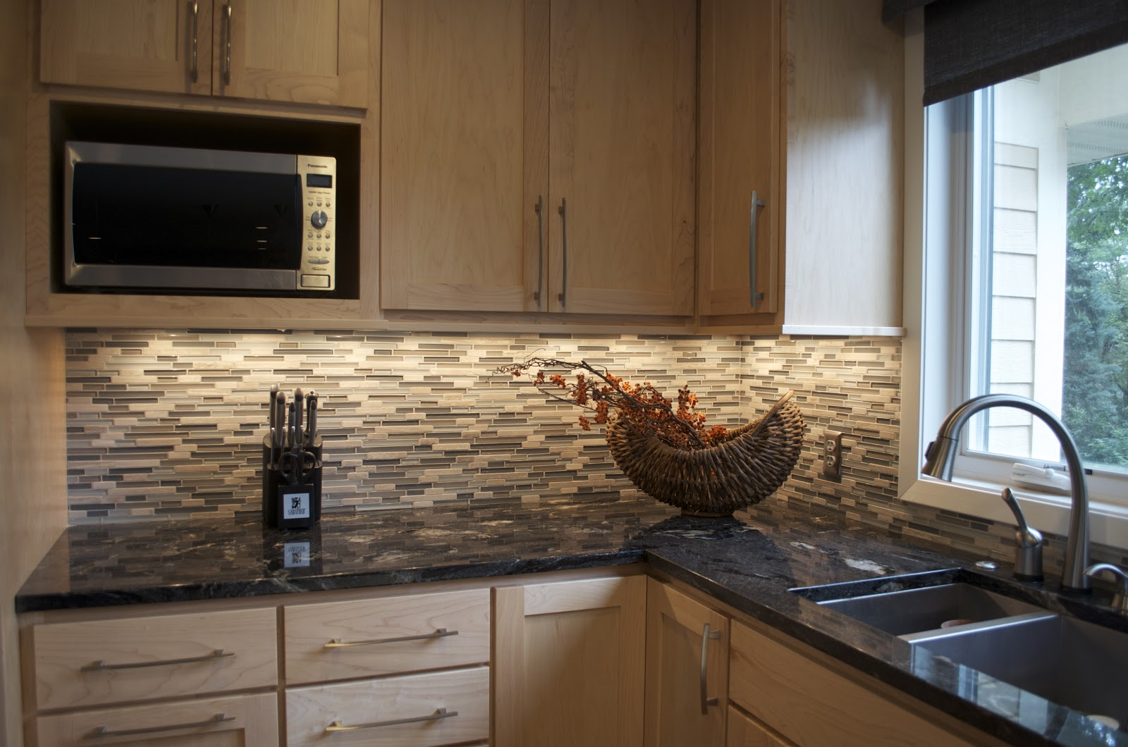 Kitchen Backsplash with Granite
