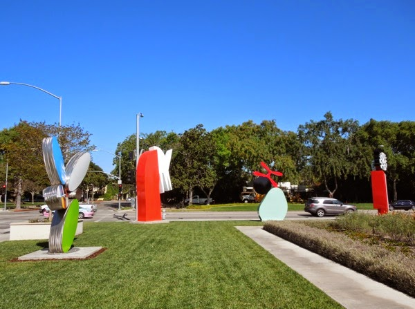Beverly Hills City Hall outdoor lawn sculptures