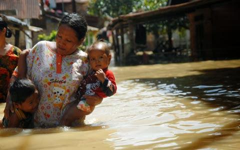 Ribuan Rumah Terendam Banjir di Tebing Tinggi dan Padang