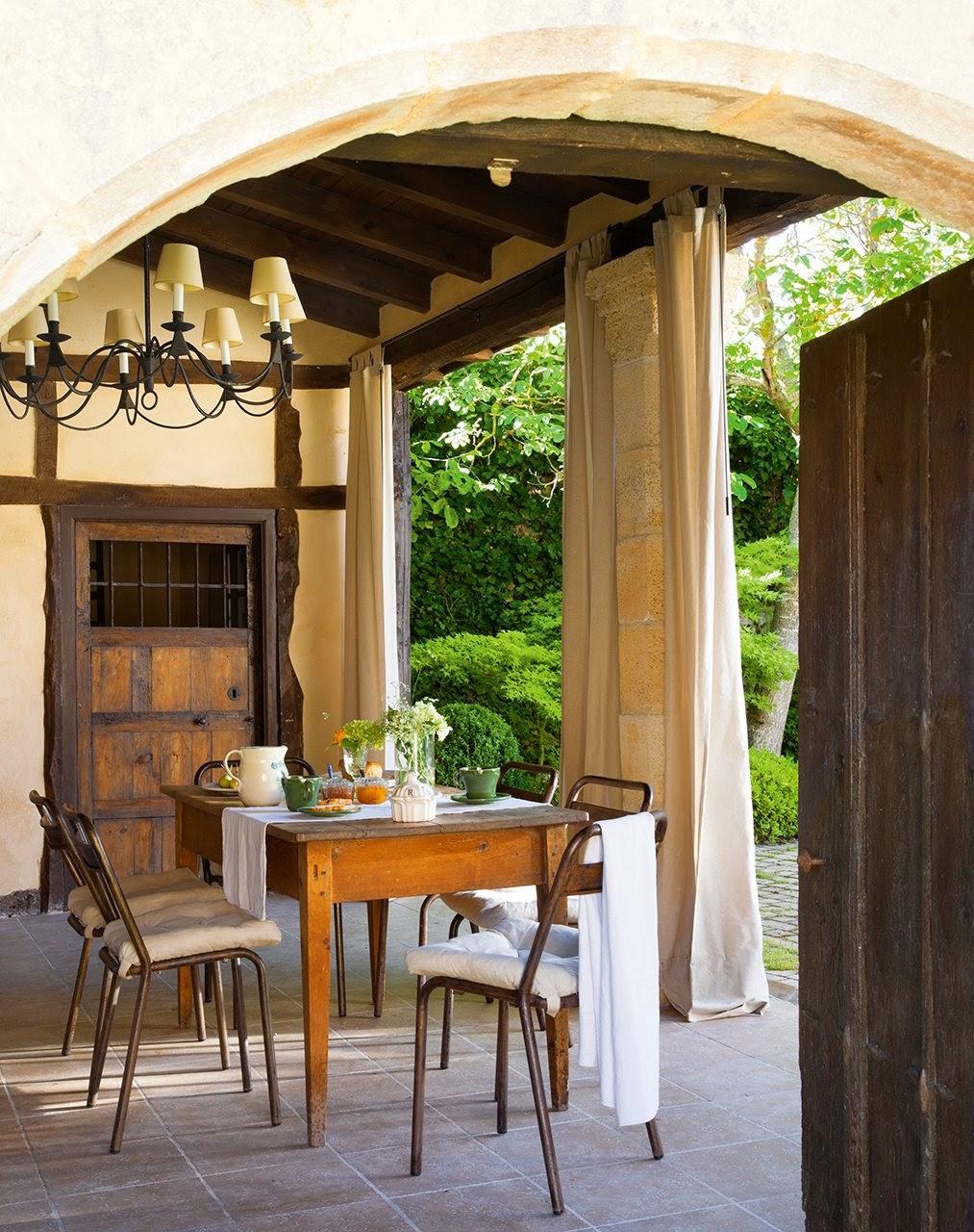 amenajari, interioare, decoratiuni, decor, design interior, stil rustic, reconversie, zid de piatra, exterior, gradina, terasa,