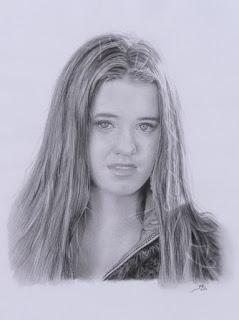retratos-realistas-de-rostros-femeninos