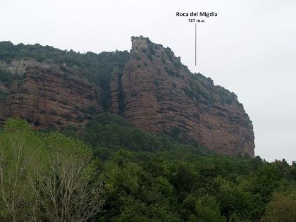 La Roca del Migdia des del camí a La Vileta Grossa