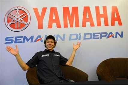 Valentino Rossi Launching Logo Baru SEMAKIN DI DEPAN Yamaha di Jakarta Indonesia