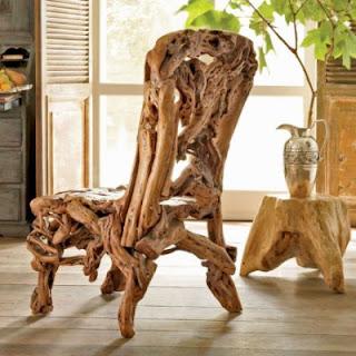 Cadeiras feita com madeiras