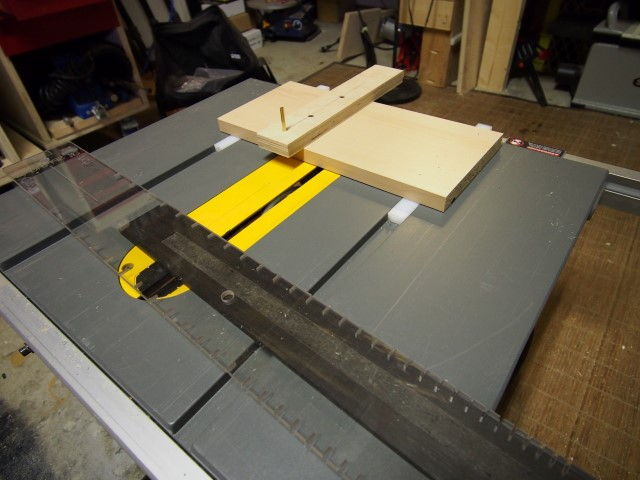 Saw for cutting fret slots