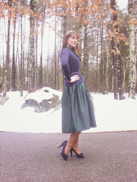 Christmas outfit green full skirt blue cardigan vintage ll Young Yankee Lady