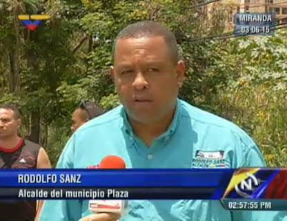 Familias del urbanismo Santa Cruz recibieron títulos de propiedad de la GMVV