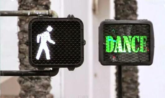 In loc sa traversezi, mai bine dansezi :)
