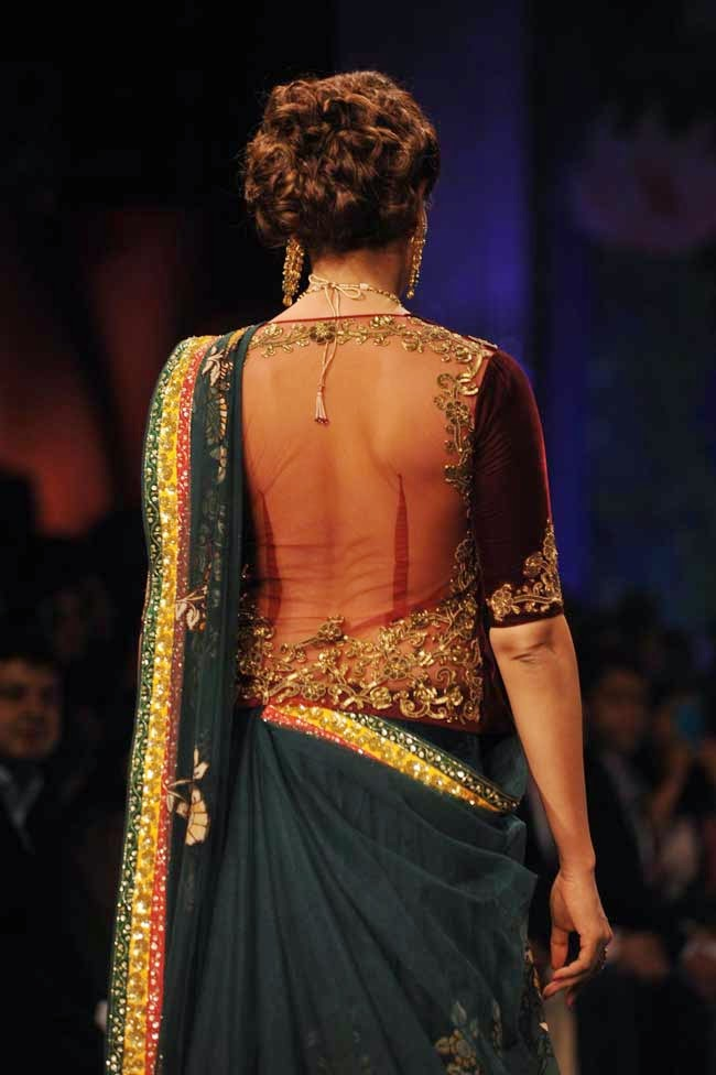 Bipasha Basu's Back Blouse Design