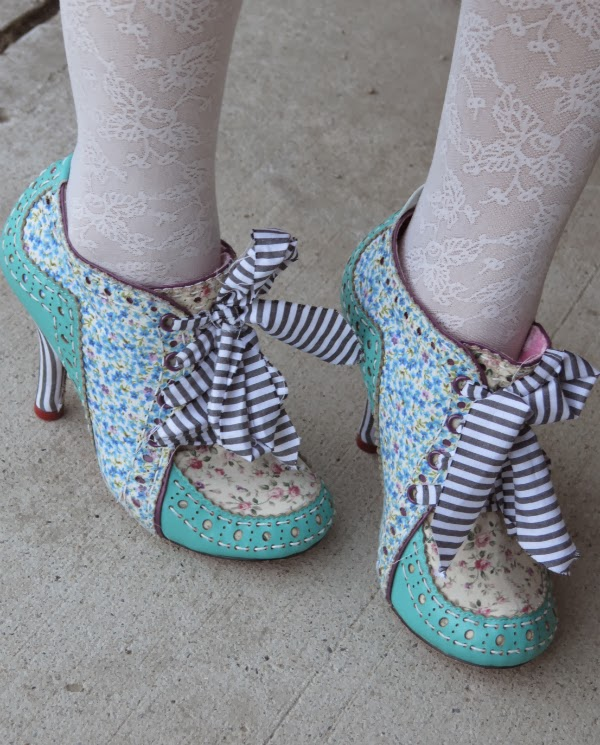 mad hatter shoes, betsey johnson belt, tights, pearls