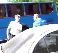 policia ruso dispara rueda