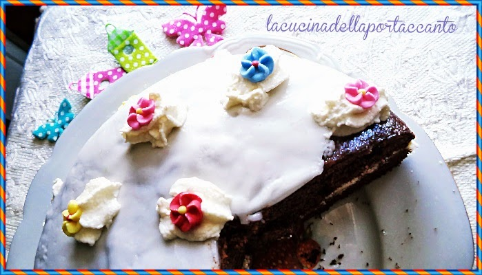 torta al cacao con panna montata al profumo di cannella, senza glutine e senza lattosio / chocolate cake with whipped cream flavored with cinnamon, gluten-free and lactose-free