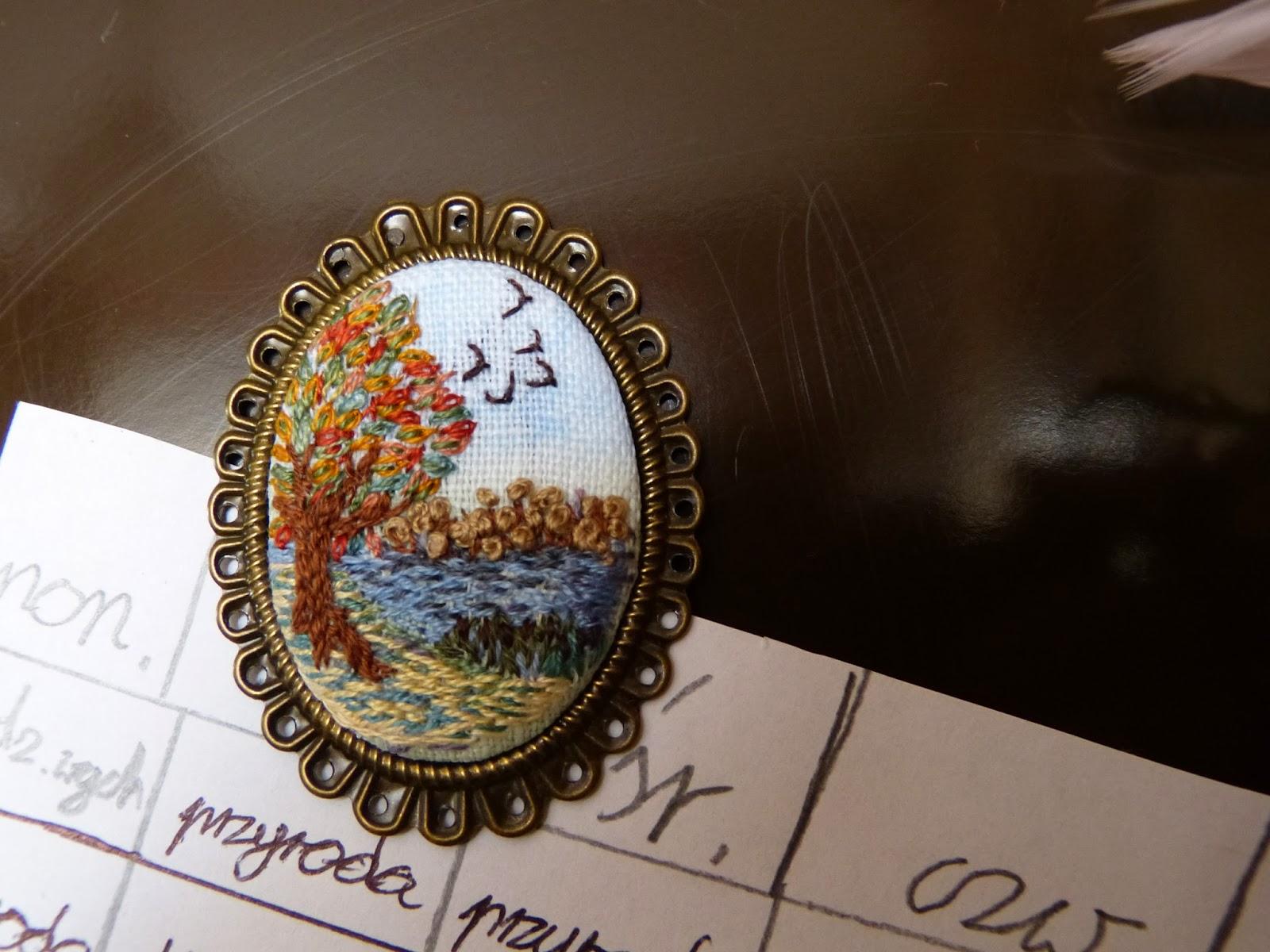 haftowany,  z haftem, haft płaski - malarski, embroidered , hand flat embroidery, magnes na lodówkę, medallion of embroidery,