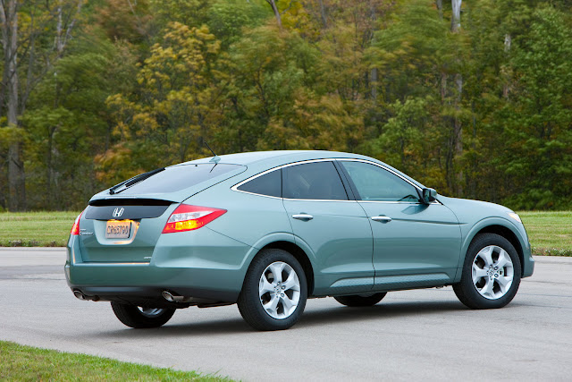 2012 Honda Crosstour   Brings sleek design to functional crossover