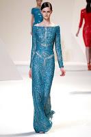 Дантелена рокля около раменете с дълги ръкави на Elie Saab