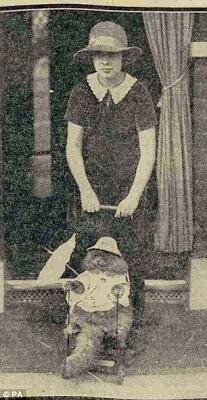 Foto Miss B Colman dan kucingnya yang didandani seperti balita