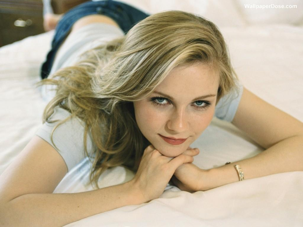 http://4.bp.blogspot.com/-evOSXT7ZESQ/UH2WrfI5q_I/AAAAAAAAIYg/CVlZY8tzxHw/s1600/actress-in-hollywood-kirsten-dunst-wallpaper-teeth-718188159.jpg