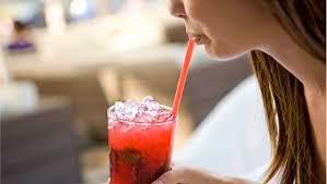 Minum Menggunakan Sedotan Ternyata Berbahaya