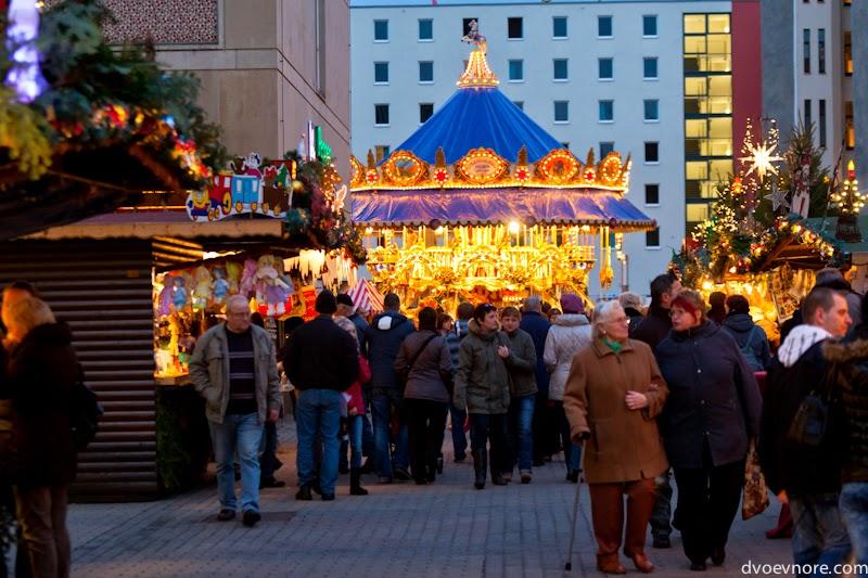 Рождественская ярмарка в центре Лейпцига, Германия. Christmas market in Leipzig, Germany