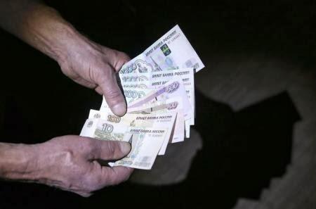 Российский рубль дешевеет перед выступлением Путина