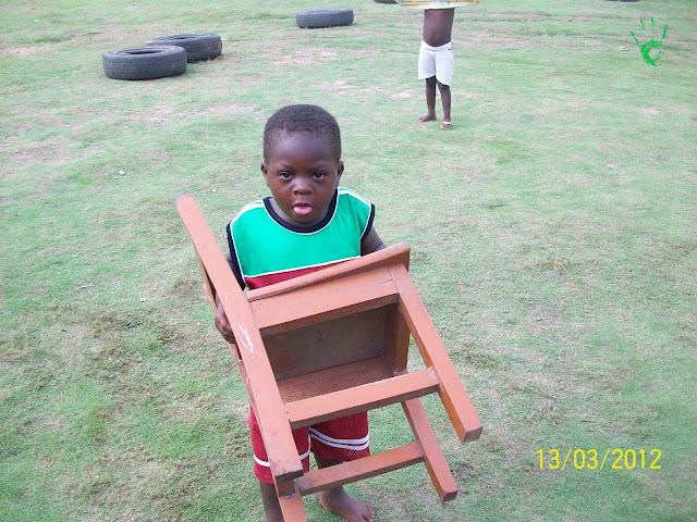 Immagini dei bambini della scuola della missione in Africa