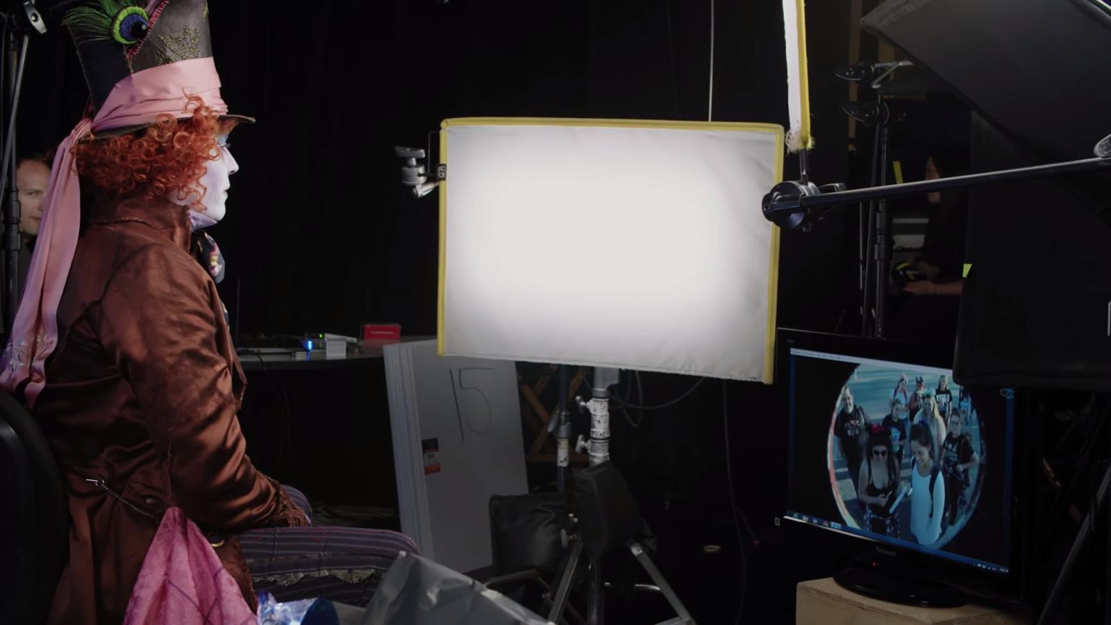 Google chrome themes johnny depp - Denizen Johnny Depp Bring Mad Hatter Poster To Life For Disney S Alice Through The