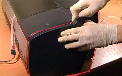 Снимите правую крышку вашего принтера