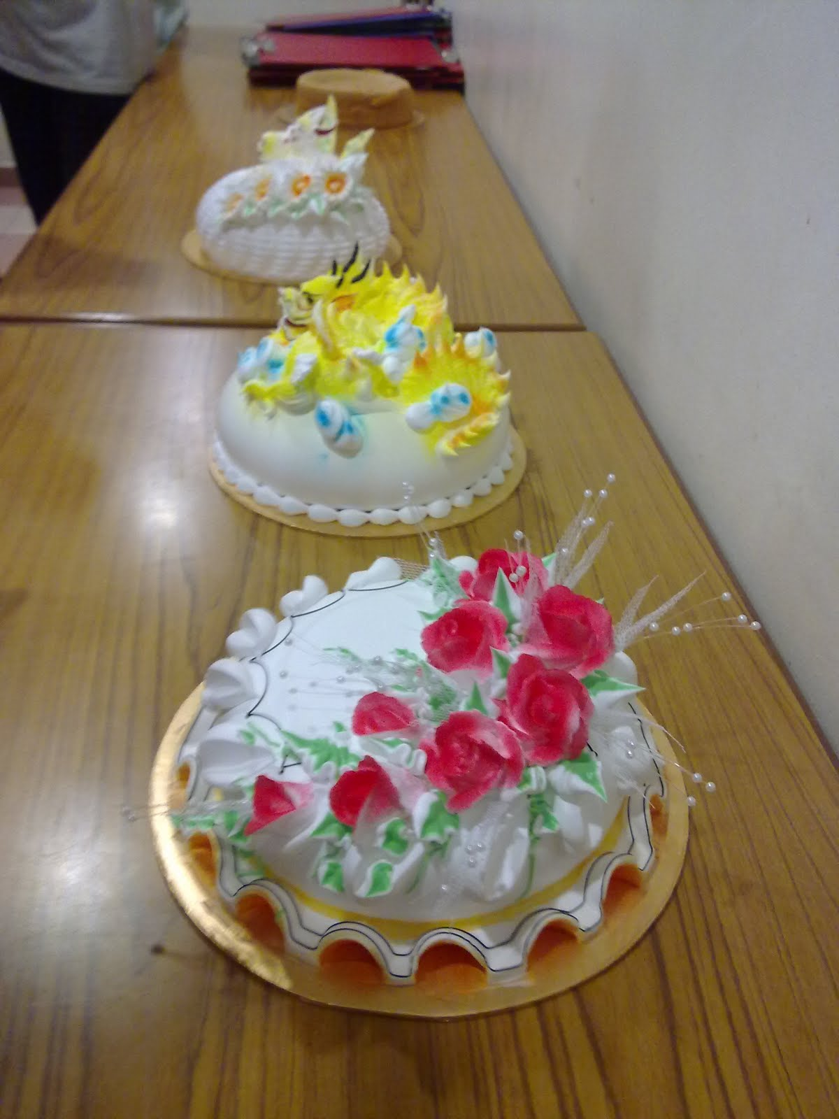 RISA CUPCAKES AND BAKERY - Risa Recipe: Fresh Cream Cakes ...